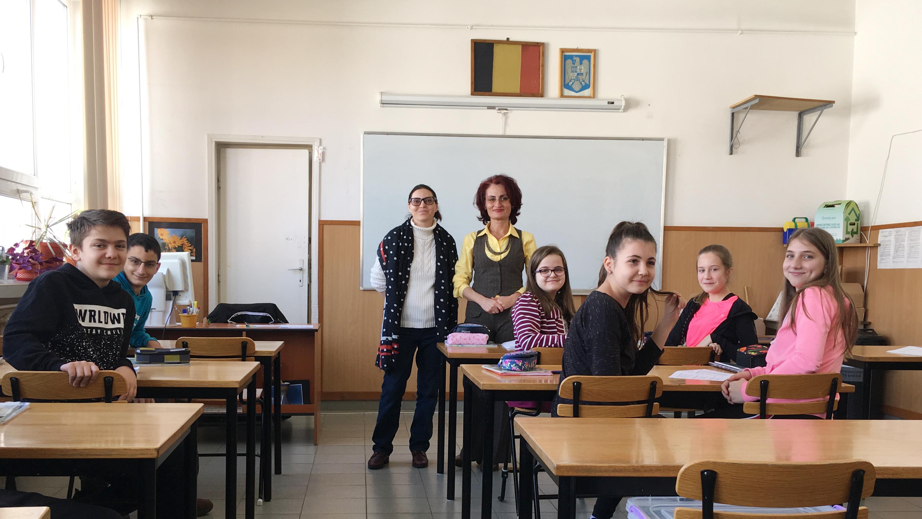 Associate Professor Margareta Thomson working with a primary school class in Romania