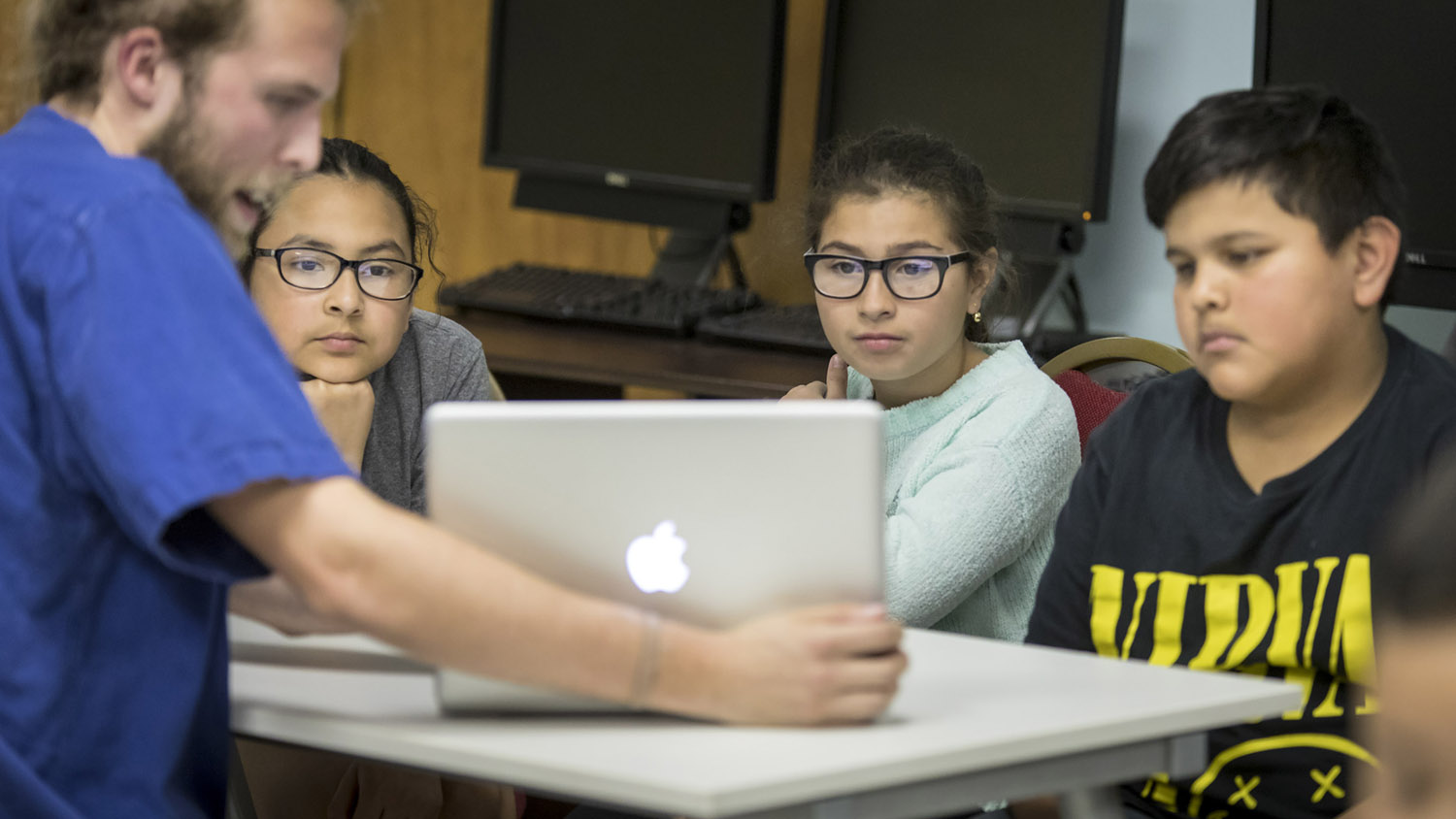 Student receiving financial aid tutoring